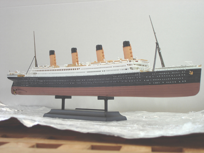A model of the titanic.